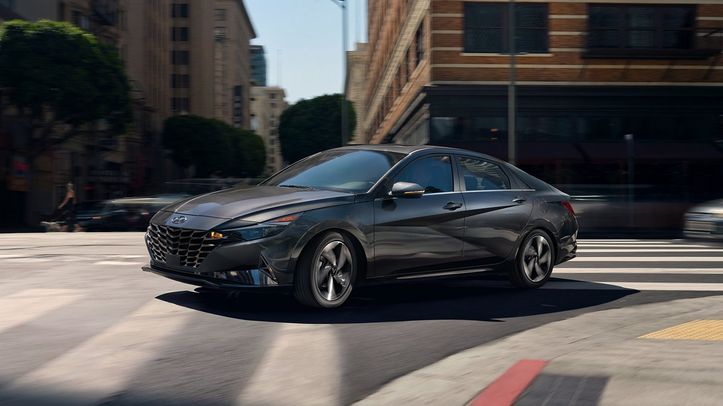 What is the gas mileage of the 2022 Hyundai Elantra?