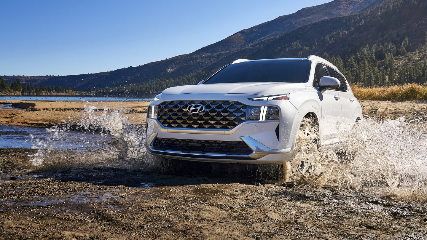 What is the gas mileage of the 2022 Hyundai Santa Fe?